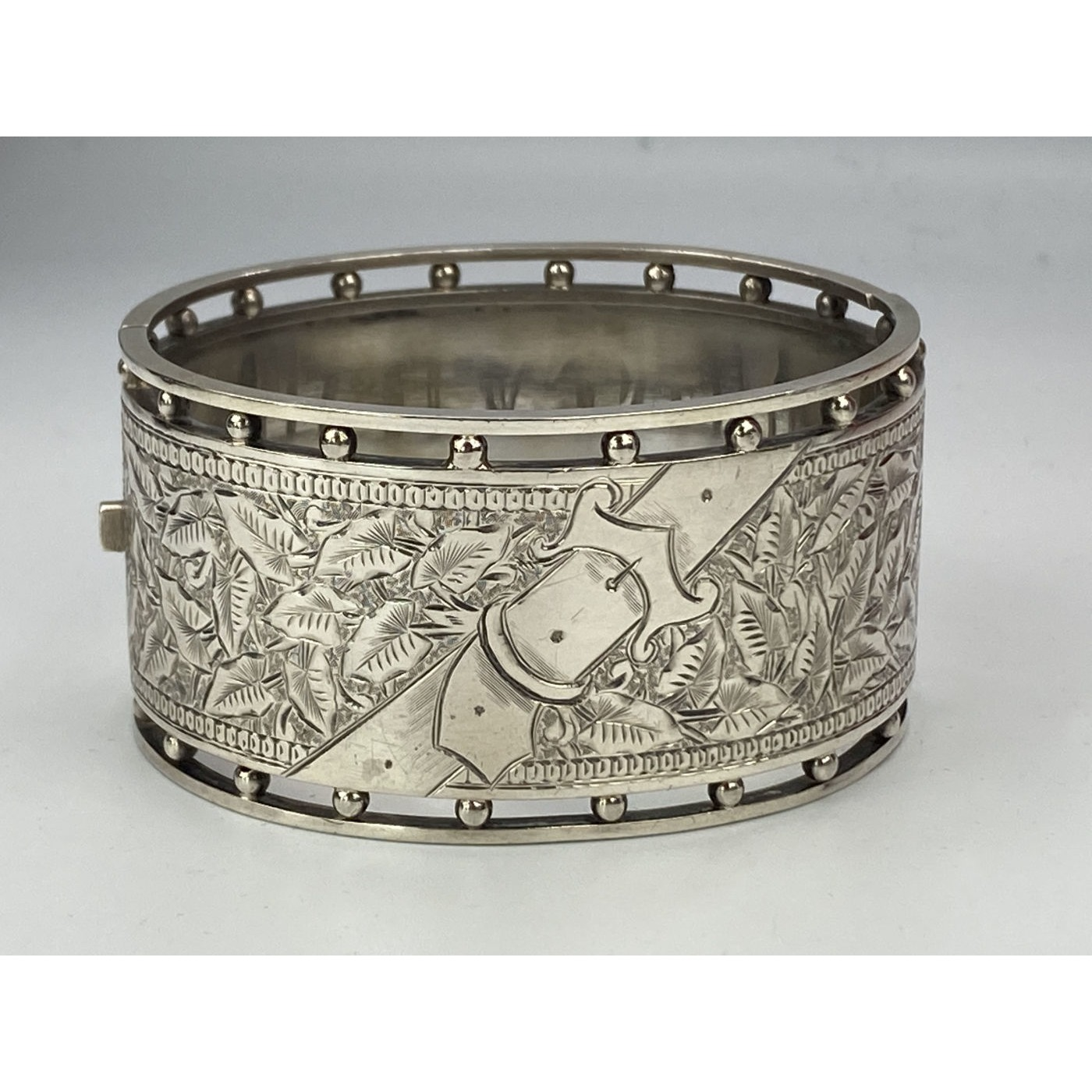 Extra Wide Subtle Buckle Motif English Silver Bangle
