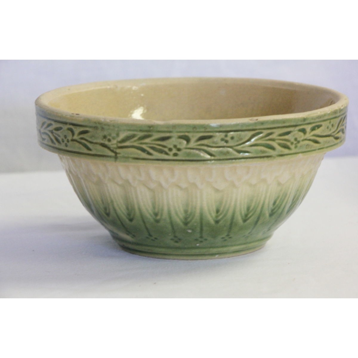 "Superb 5"" Green and Cream Scroll Band Bowl"