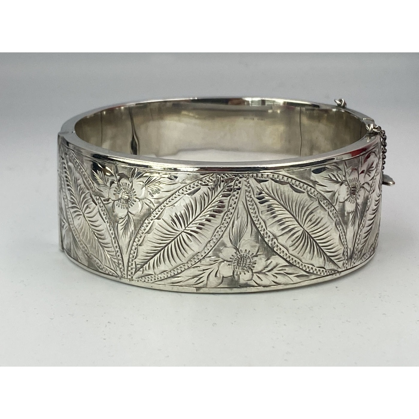 Intricate Detailed Melon-Shaped Leaves Antique English Silver Bangle