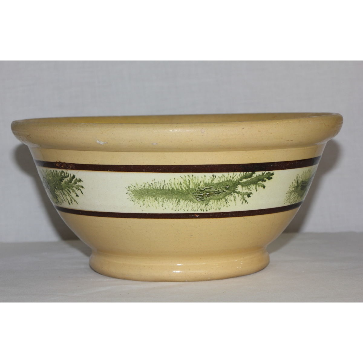 "Lovely Green Seaweed-Decorated 9"" Yellowware Bowl"