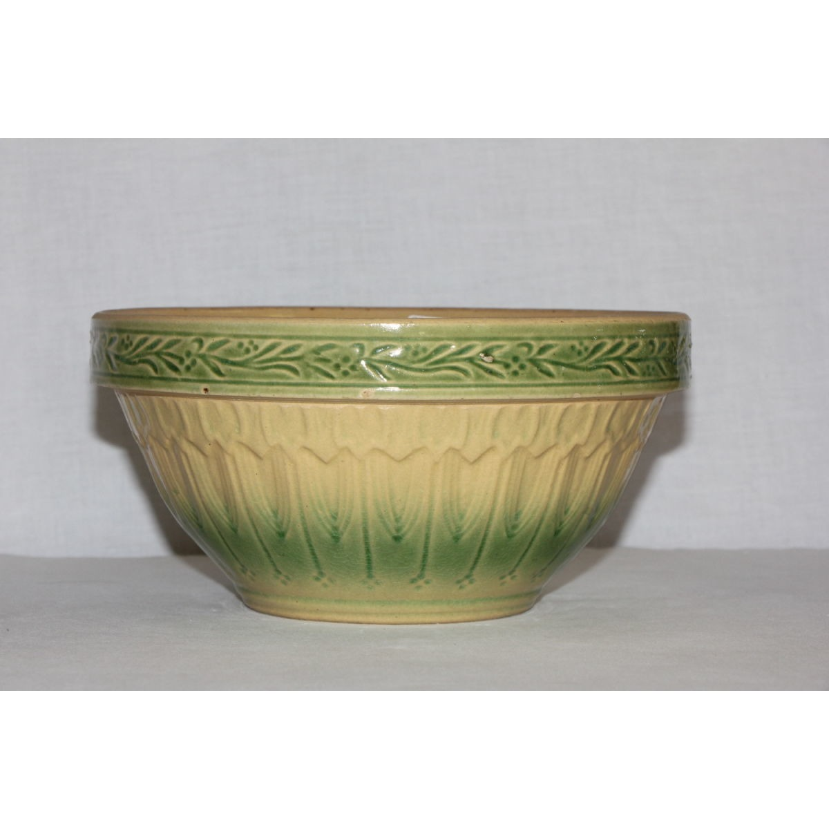 "Beautiful Green and Cream 8"" Scroll Band Bowl"