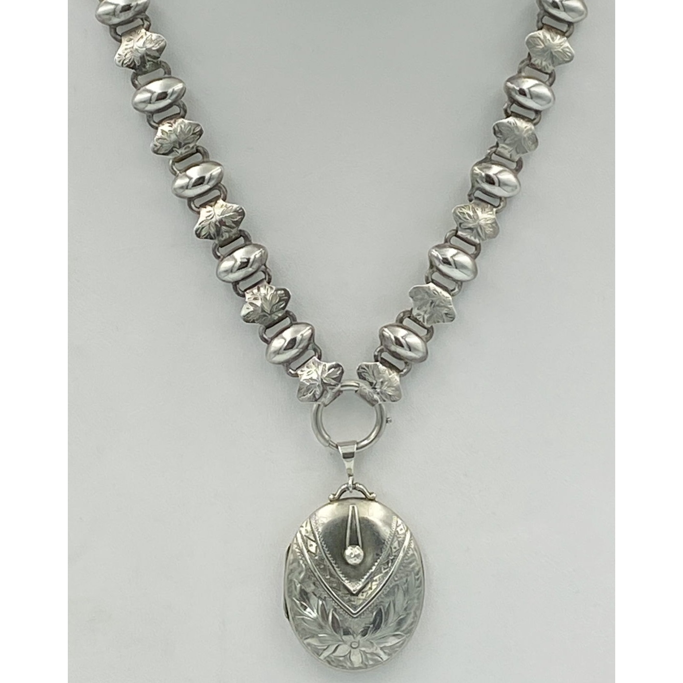 """18"""" Wonderful Domed Diamond-Shaped Alternating Engraved and Plain Link Antique English Silver Chain"""
